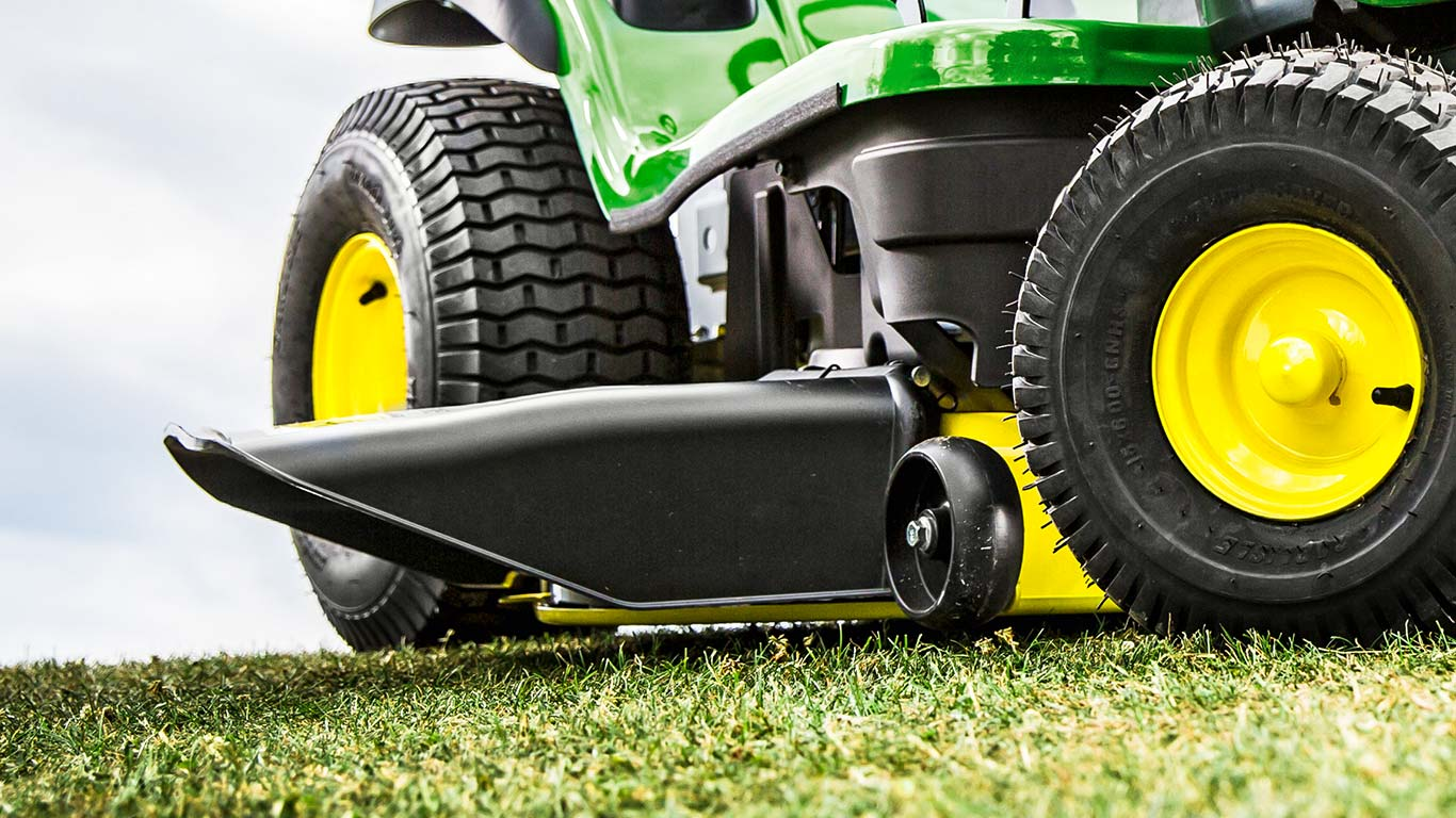 Lawn Tractor X166, Side Discharge Edge Deck